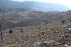 Fotografi 2: Rrethimet e kullotave në shpatet jugore të malit Veleçik